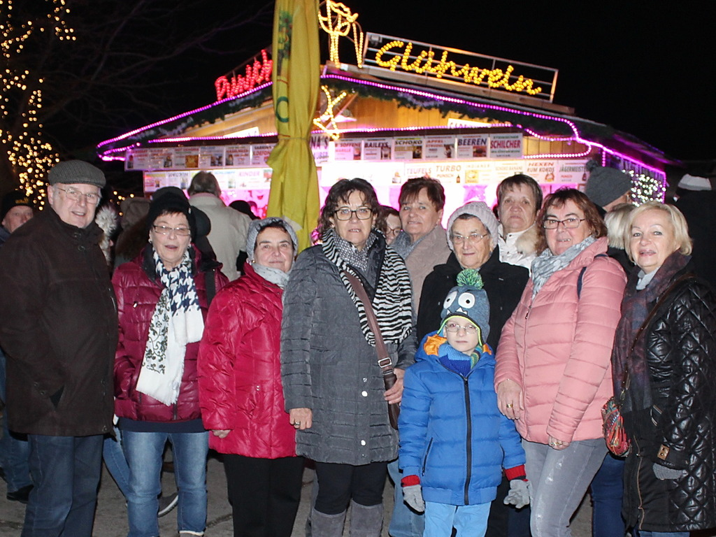 Weihnachtsmarkt Auf Englisch.Tratscherlrunde Besucht Weihnachtsmarkt In Hirschstetten Mistelbach