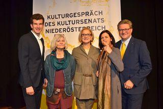 Bilder oben und unten: Bgm. Dr. Christian Macho, Irene Künzel, Landeshauptfrau Mag. Johanna Mikl.Leitner, Maria Seifert und Mag. Hermann Dikowitsch