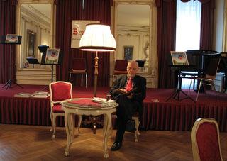 Professor Gotthard Fellerer gründete den Salon und gibt die »BravDa« heraus - das Kulturmagazin gegen intellektuelle Einebnung