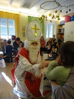 Der Heilige Nikolaus stattete dem Eltern-Kind-Zentrum einen Besuch ab.