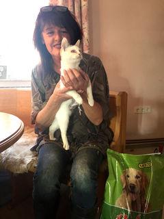 Ein Herz für Tiere: Andrea Huber, die sich über die Spenden freute.