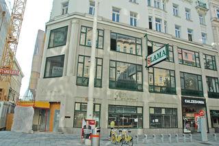 Das Slama-Haus in der Mariahilfer Straße 71 zu Beginn des Jahres. Damals prankte noch der Slama-Schriftzug auf dem Gebäude, der die Einkaufsstraße über Jahrzehnte hinweg prägte.