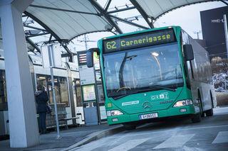 Bitte einsteigen: Das heißt es in der Buslinie 62 montags bis freitags und samstags bis Mittag. Danach steht der Bus still.
