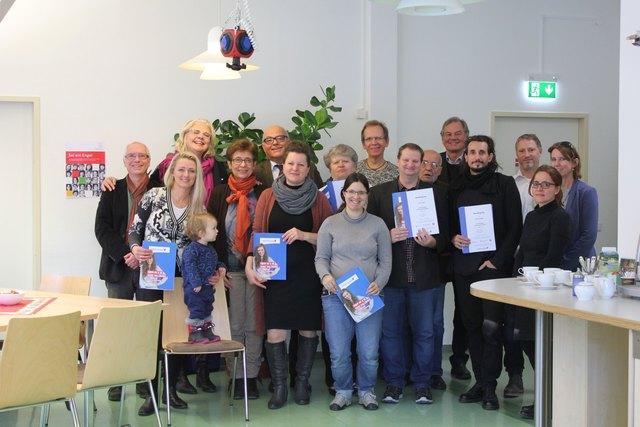 Zehn neue Vertrauensnachbarn erhielten ihre Zertifikate.