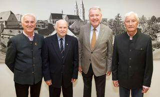V.l.: Vzlt i.R. Georg Bauer, Vzlt i.R. Kurt Steinhauser, Bürgermeister Mag. Klaus Schneeberger und Oberst i.R. Franz Loicht im Alten Rathaus