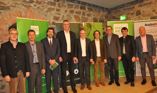 v.l. Obmann VFE Ernst Kahr, Obmannstv.  Wolfgang Horn, Bürgermeister  Josef Wallner, sowie  Joachim Gründler 2.v.r.mit den Referenten