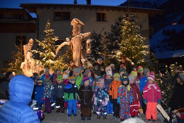 Der Adventmarkt wurde von den weihnachtlichen Gesängen der Kaunertaler Kinder eröffnet.