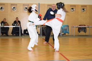 Leonie Findner (rechts) von der Sportunion Langenlebarn im Kampf