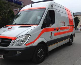 Das Rote Kreuz ist mit Notärzten und Rettungshubschraubern vor Ort.