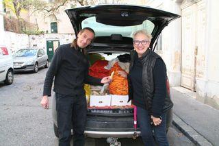 So beginnt mitunter ein Häferltag: Norvert Karvanek und Marianne Gro samt riesiger Gemüselieferung...