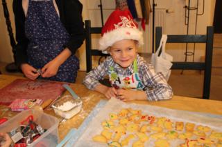 Die Kekse werden beim Adventmarkt auf Schloss Tabor für einen guten Zweck verkauft.