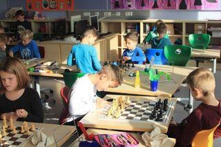 16 Kinder nehmen an der VS Preding am wöchenlichen Schachunterricht teil.