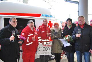 Als besondere Überraschung übergab Frau Gerda Wappl von der Volkshilfe Ebenfurth eine Spende von € 1.000,- für den neuen Rettungswagen.