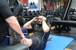 Bauch hat er ja, Muskeln eher nicht so.