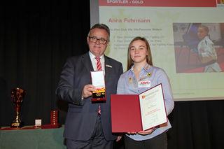 bssm Oberschützen-Schülerin Anna Fuhrmann wurde mit der Goldenen Medaille ausgezeichnet.