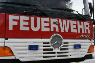 Eine Person musste durch die Feuerwehr befreit werden (Symbolbild)