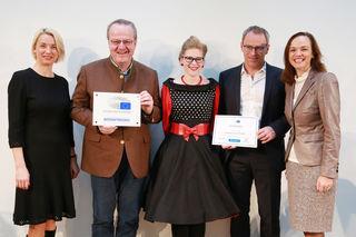 Dir. Wilhelm Pfeiffer (2.v.r.), Yvonne Schamböck (Juniorbotschafterin, Mi.) und Adalbert Fleck (Seniorbotschafter) freuen sich über diese ehrenvolle Auszeichnung von BM Sonja Hammerschmid (r.)