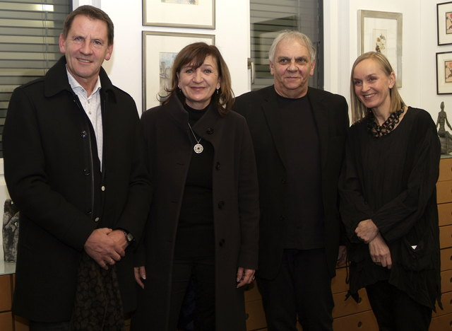 Bgm. Paul Sieberer, LR Beate Palfrader, die Galeristen Peter Ainberger und Andrea Achrainer.