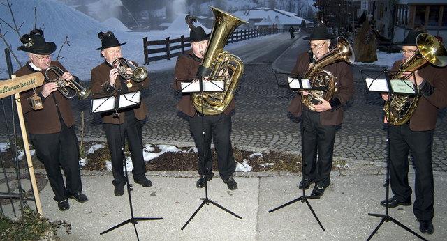 Die Weißenbläsergruppe der BMK Hopfgarten umrahmten die Präsentationen in den verschiedenen Räumlichkeiten.