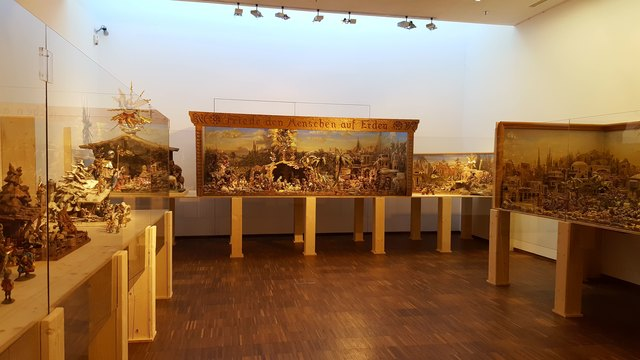 """In der Galerie im """"FeuerWerk"""" der Firma Binderholz werden die Krippenkunstwerke des Zillertalers Johann Eberharter (1925- 2003) gezeigt"""