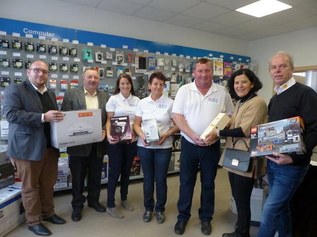 Vertreter aus Wirtschaft und Gemeinde gratulierten Andreas Schuh zur Geschäftseröffnung
