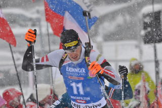 Julian Eberhard im Schneetreiben.