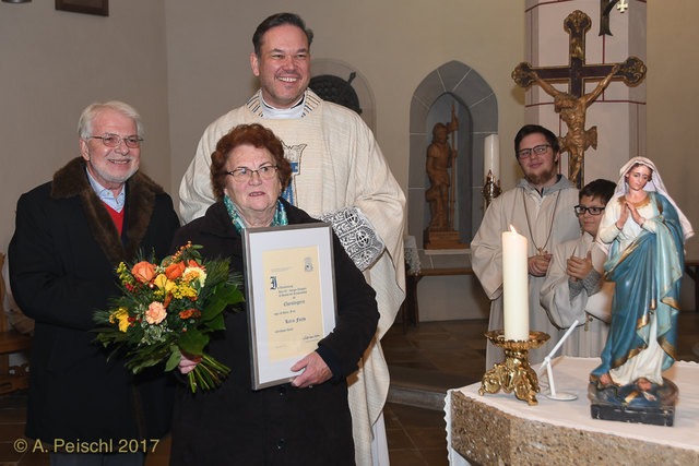 Ewald Wappel, Karin Fuchs und Pater Frank Bayard