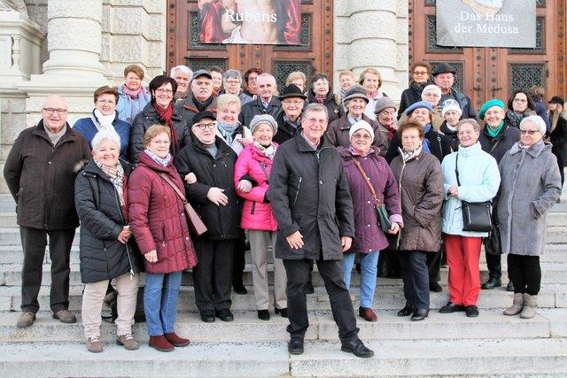 Obmann Herbert Eidelpes mit den Mitgliedern des Seniorenbundes Mistelbach