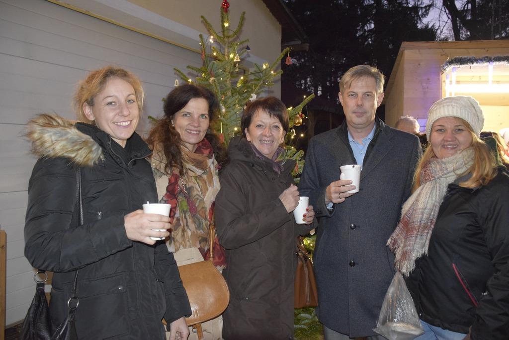 Jugendgemeinderätin Mayerhofer (ÖVP), Kordula Strobl (SoWo), Stadträtin Barbara Kunesch (ÖVP), Stadtrat Ing. Günther Kautz (SPÖ), Daniela Leinweber (SoWo)
