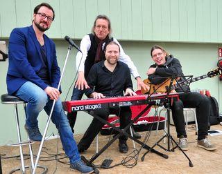 Geballte Musik-Power: Simon Kräutler, Alexander Goidinger und Stefan Wolf mit Markus Linder