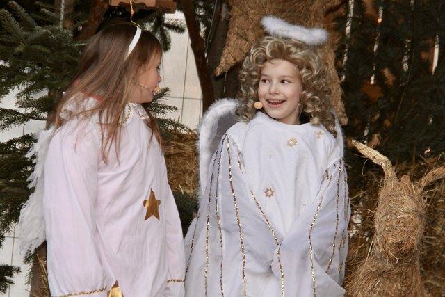 v.l. Johanna Simon und der Engel der nicht singen wollte (Rosa Simon).