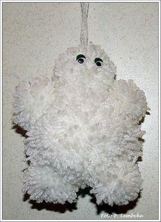 Es sollte ein Eisbär sein, aber es wurde ein Yeti. Mein Sohn nennt es Marshmallow-Man, mein Mann meint, es ist ein Michelinemännchen :-)