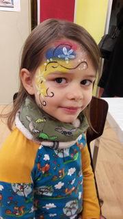 Den Kindern hat es viel Freude bereitet geschminkt zu werden.