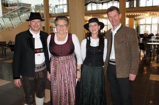 Peter Margreiter (Obmann TVM), Anneliese Pallhuber (Kassierin-Stv.), Organisatorin Sonja Margreiter, Musikalischer Leiter Peter Kostner