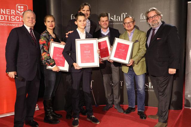 Gratulation: Oberstockstaller Fritsch (4.v.li.) ist Sortensieger.