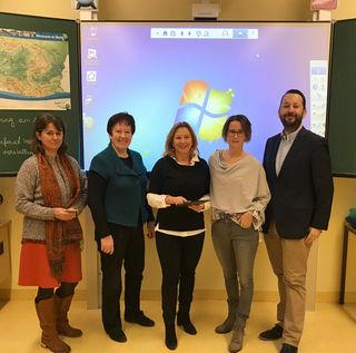 """Setzen sich dafür ein, dass unsere Schulen """"Digital Fit"""" werden: GR Ursula Kohut, NMS-Direktorin Ingrid Berger, Schulstadträtin Maria T. Eder, GR Katharinna Danninger, GR Peter Bachmann."""