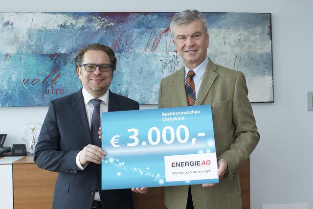 BezirksRundschau-Geschäftsführer Thomas Reiter (li.) und Energie AG-Generaldirektor Werner Steinecker.