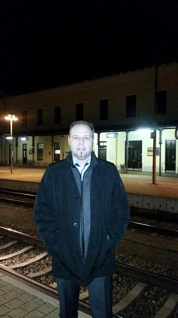"""Roland Hallas, Hohenau, wünscht sich """"schnelle"""" Züge."""