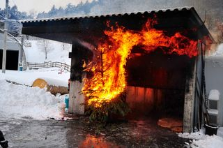 Christbaum in Flammen: An der LFS Tirol wird gezeigt, was da passiert – die Bevölkerung ist herzlich eingeladen.