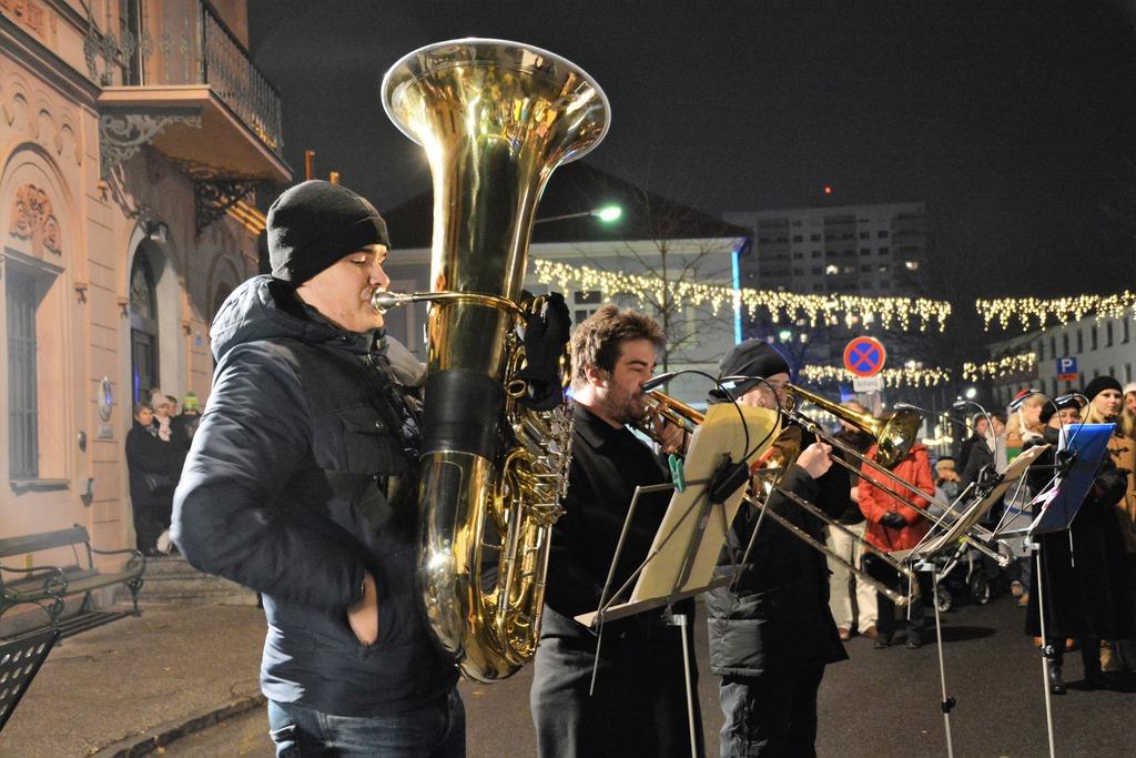 Weihnachtsmusik vor dem Rathaus - Oberwart