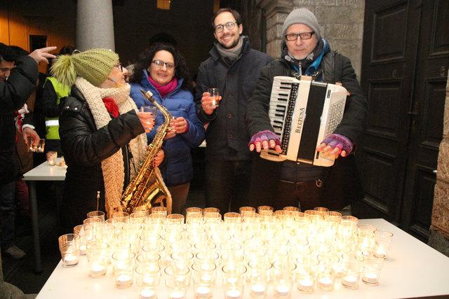 Einsatz für Humanität:  Die Pastoralassistenten Monika Weilguni und Jakob Foissner  warben gemeinsam mit den Musikern von Kohelet 3 für Solidarität mit den oft verzweifelten Asylwerbern in der Pfarre.