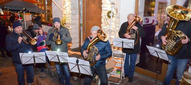 """2016 fand der """"Aldiger Advent"""" bereits zum 12. Mal statt. Die Bläsergruppe der MK-Aldrans sorgt auch heuer wieder für besinnliche Adventmusik."""
