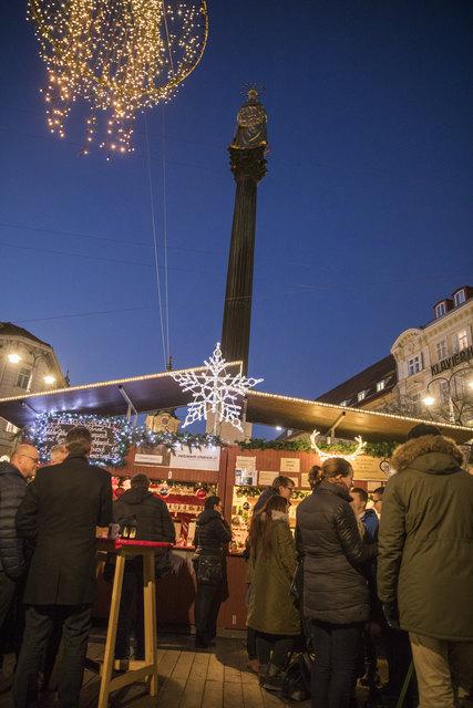 Der Adventmarkt am Eisernen Tor steht im Zeichen der Wohltätigkeit.