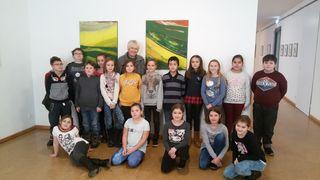 Herta Angerer führte die Voitsberger Volksschulkinder persönlich durch die Ausstellung im Kunsthaus Köflach.