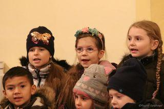 """Am 8.12 fragten auf musikalische Weise die Schüler der MSOW und die Schüler der VS-Pressbaum - """"Wo wohnt wohl der Weihnachtsmann"""" und """"Wo wohnt das Christkind""""."""