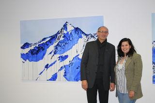 Ausstellungseröffnung: Künstlerin Hannah Philomena Scheiber mit Alpinarium-GF Anton Mattle.