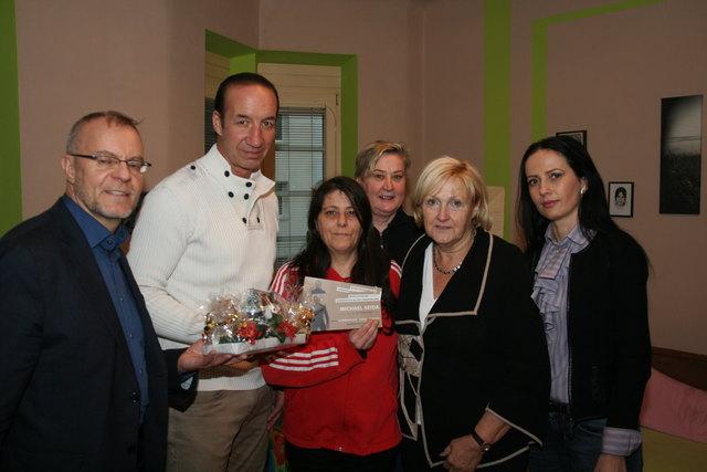 Danke sagt Gerlinde Munjak (Mitte) ihren Helfern. Am Foto: Eva Hatzl, Michael Seida, Harald Troch und Ramona Miletic (v.r.).