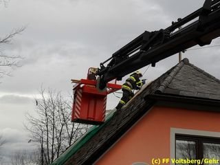Die Voitsberger beseitigten Schäden an Hausdächern und Straßen.