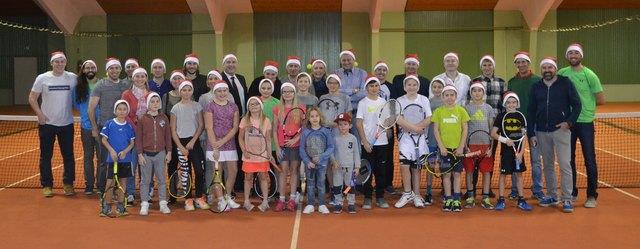 Zahlreiche Tennisspieler nutzten die Weihnachtsfeier zum geselligen Beisammensein.