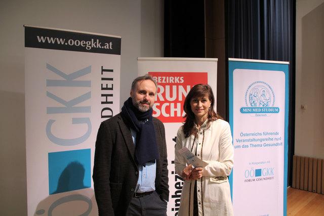 Urologe Steffen Krause (Kepler Universitäts Klinikum) gemeinsam mit Moderatorin Christine Radmayr.